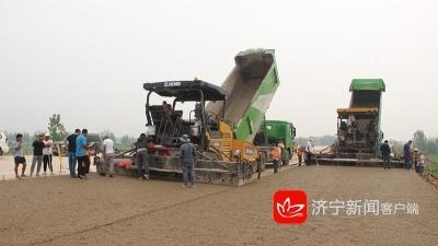最新进展|枣菏高速第三合同段启动水稳层双层连铺施工