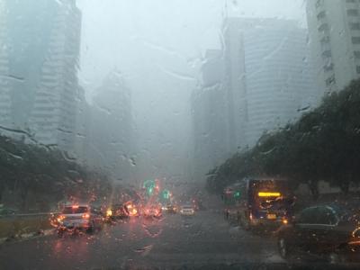 济宁高新区突降暴雨,接下来的一幕特别感人