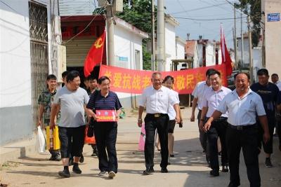 邹城钢山街道后八村走访看望抗战英雄 聆听抗战故事