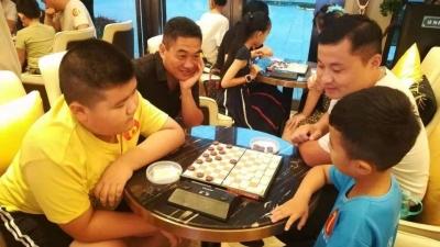 親子博弈齊上陣!高新區這場特殊的國際跳棋賽 有溫度更有親情