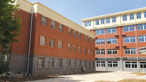 高新区济东小学新教学楼9月1日启用 新增12个标准化教室