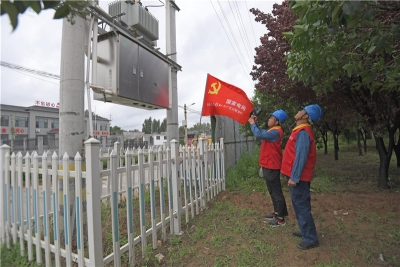 """国网曲阜市供电公司冒雨巡视应对""""利奇马"""""""