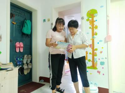 解放路社区入户送药具 卫健服务暖人心