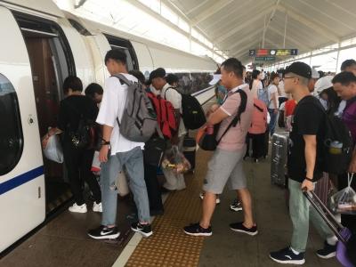 澳门威尼人在线铁路掀起暑运客流高峰 各火车站为学生开辟绿色通道