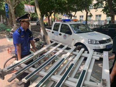 古槐大队拆除破损护栏 及时消除安全隐患