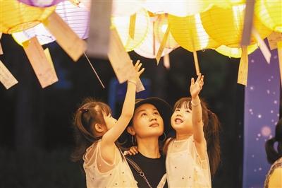 过中秋佳节 品传统文化:各地举办多样传统民俗活动