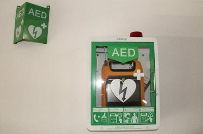 生死100秒!女大学生机场救下一条命 急救知识来自期末考试所学