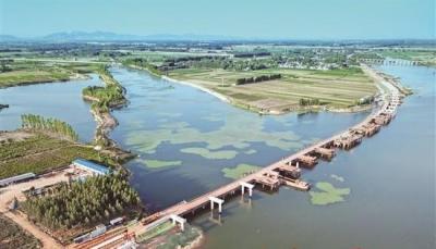 泗河综合开发道路工程:全力抓进度 挥汗铺新路