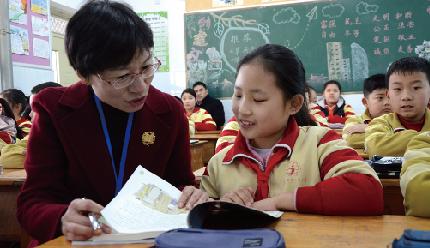 第35个教师节祝辞:坚持教育优先发展 办好人民满意教育