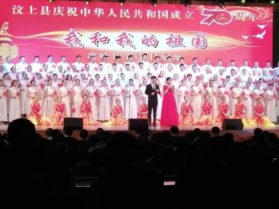 汶上法院干警唱紅歌迎接祖國70華誕