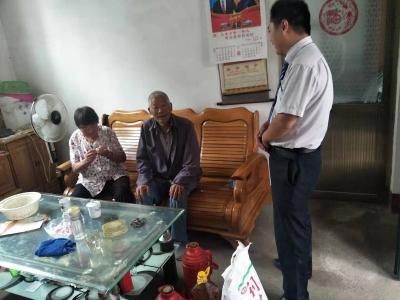 兗州農商銀行積極走訪慰問貧困戶