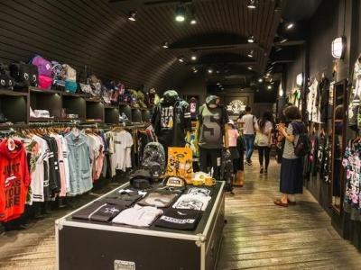 中国服装销量一年减少178亿件,大家不爱买衣服了?