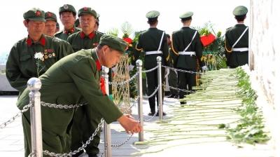 金鄉縣舉行公祭烈士活動 為革命烈士敬獻花籃