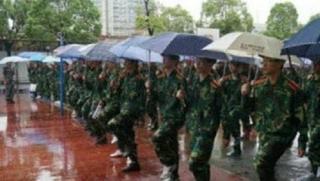 """""""人工驱雨""""保军训谣言如期而来!中国气象局再揭常识性错误"""