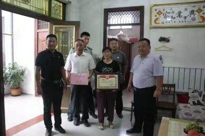 任城区现役军人杨耀辉入伍4年又立三等功 听听他与家人的故事