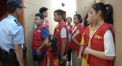 济宁中小学生走进派出所  感受警营文化