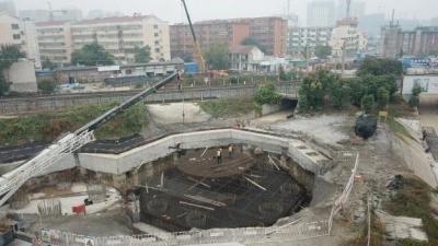 必威betway王母閣跨線橋涉鐵轉體高架新進展!完成鐵路沿線四電遷改