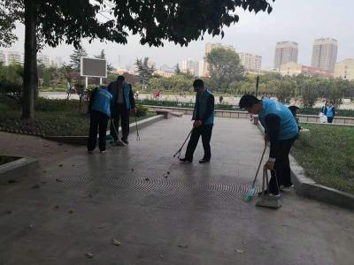 助力创城 济宁新华保险志愿者在行动