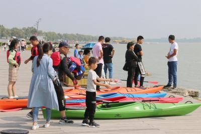 国庆假期首日|济宁太白湖景区吸引游客近2万人次