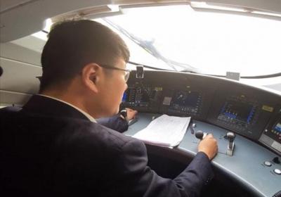 上線測試兩個月,魯南高鐵司機踩了36萬次警惕踏板