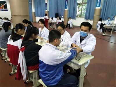 关爱未成年人|任城区人民医院为这儿的学生做了件好事!