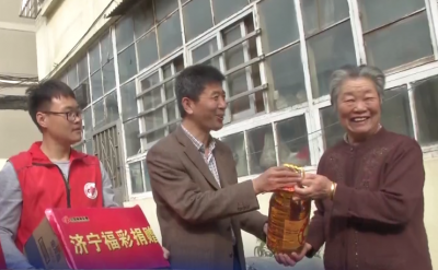 關愛老人在行動 福彩義工團到社區送溫暖