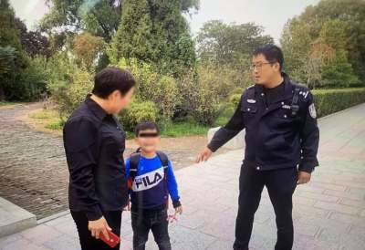 急!景區游玩家長與孩子走散 民警暖心相助