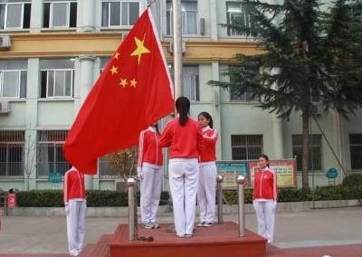 與國旗同框 為祖國獻禮,他們這樣做!