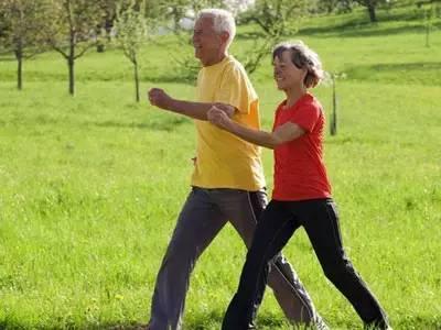 專家:日走萬步未必強身健體 對部分人有負面影響