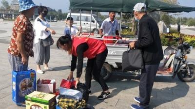 國慶黃金周里一抹靚麗的紅 微山島志愿者服務忙
