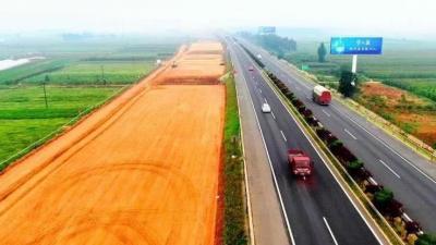 京臺高速改擴建工程濟寧段提前兩個月完成年度建設任務