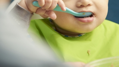 吃飯慢的孩子在廁所吃飯 陝西大荔涉事幼兒園正被調查