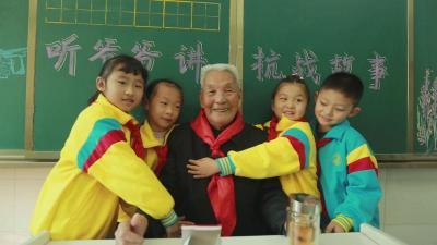 銘記曆史 珍愛和平|必威betway市明珠小學:聽老爺爺講抗戰故事