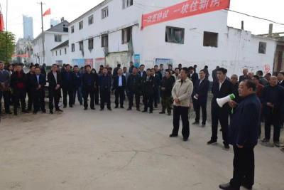 現場辦公,一線開方 汶上縣中都街道把黨工委擴大會開到村里頭