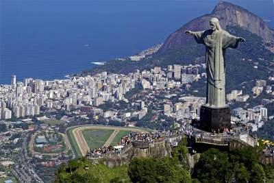 习近平抵达巴西利亚 将出席金砖国家领导人第十一次会晤