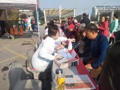 太白湖新区开展党员志愿者进社区义诊活动