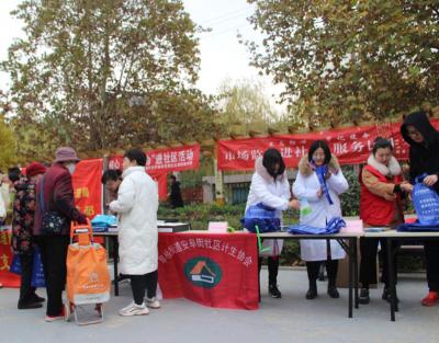 安阜街社区开展药品、食品安全宣传活动