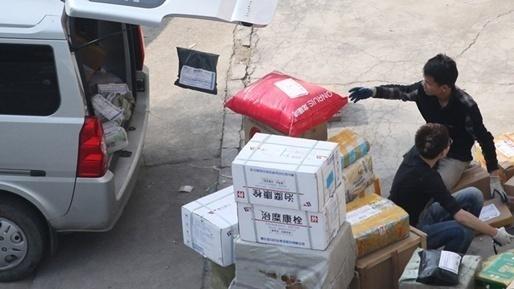 邹城中通快递暴力分拣被投诉 邮政管理局:已立案调查