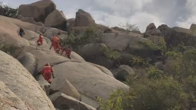 驴友受伤被困牙山山顶 消防人员克服困难成功救援