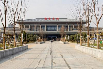 魯南(日蘭)高速鐵路曲阜東站新線開通揭牌