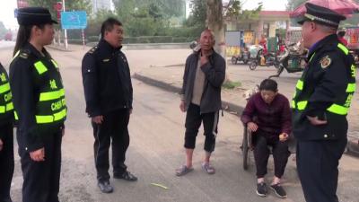老太摔伤急需救治  邹城城管队员及时相助