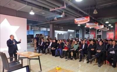 濟寧市讀書協會周三晚公益課堂宣講十九屆四中全會會議精神