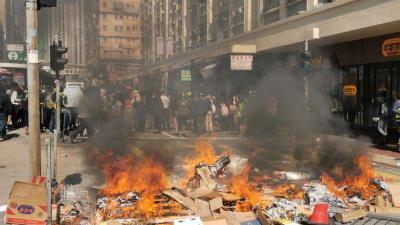 港澳办对香港暴徒淋烧普通市民的罪恶行径予以强烈谴责