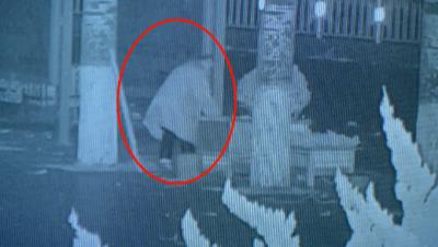 邹城一男子凌晨偷盗路边花盆 监控记录全过程