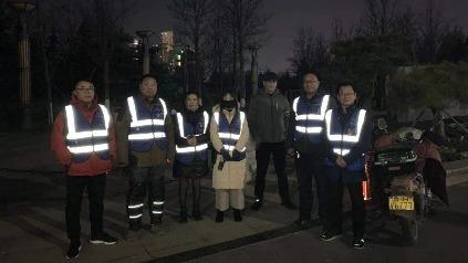 济宁市和谐义工团深夜集结 警民协力找回患病出走女士