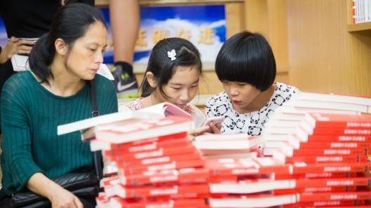 近七成中小學生每天課外閱讀時間不足 作業該背鍋嗎?