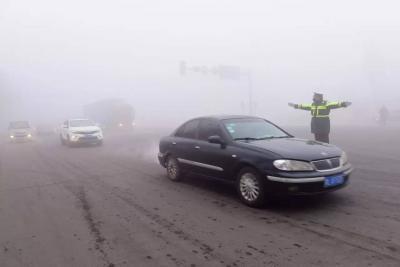 山东发布大雾黄色预警信号 济宁市民注意防雾