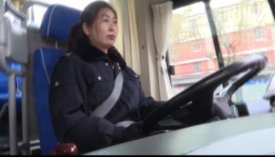 小女孩睡過頭忘下車 鄒城公交司機助其回家