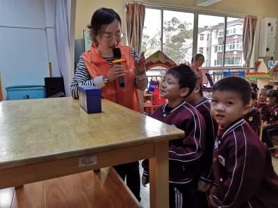 """阜桥街道红星新村社区开展 """"小手拉大手 垃圾分类进校园""""活动"""