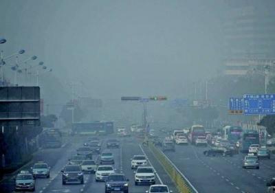 """盼大风吹!浓雾""""锁""""城,两天发三次红色预警,污染天气仍或持续"""